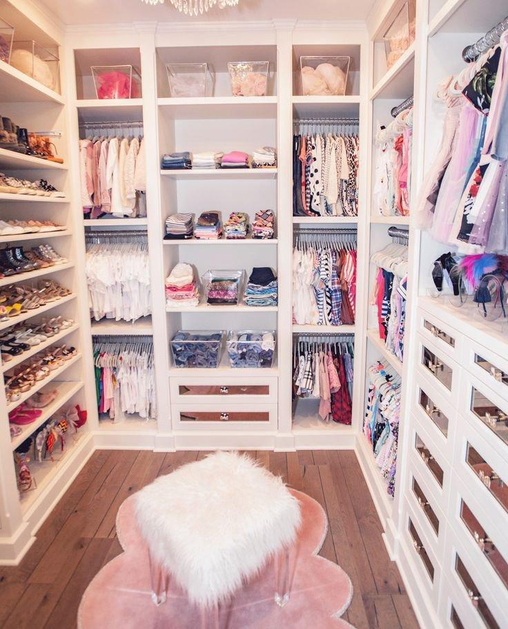 Walk-in closet decor for teens
