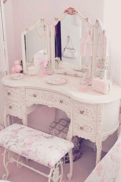 Victorian-Kawaii vanity mirror